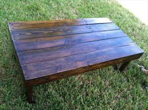 DIY Dark Stained Pallet Coffee Table