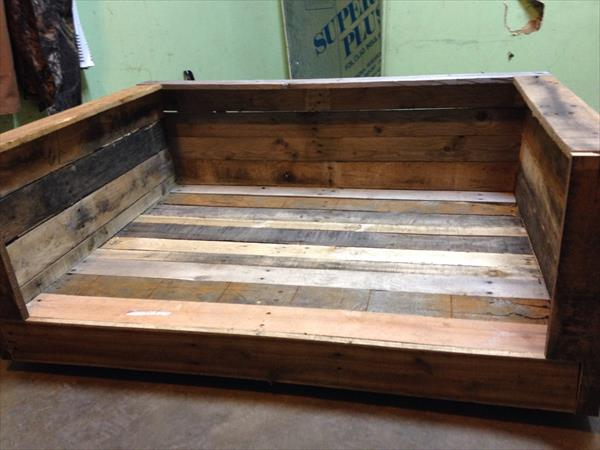 Diy Pallet Wide Dog Bed With Wheels