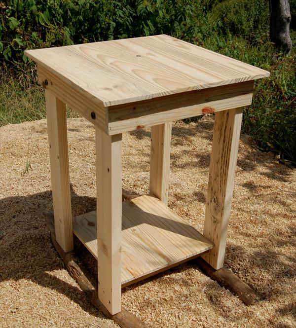Diy easy to build pallet nightstand and side table for Pallet end table