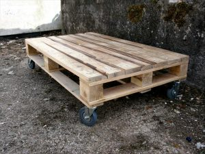 DIY Pallet Low Coffee Table with Wheels