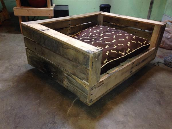 DIY Rustic Pallet Dog Bed | Pallet Furniture Plans