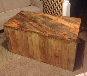 reclaimed pallet vintage chest