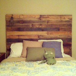 DIY Reclaimed Pallet Headboard