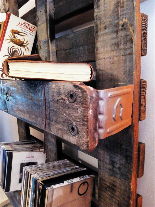 recycled pallet vintage shelving