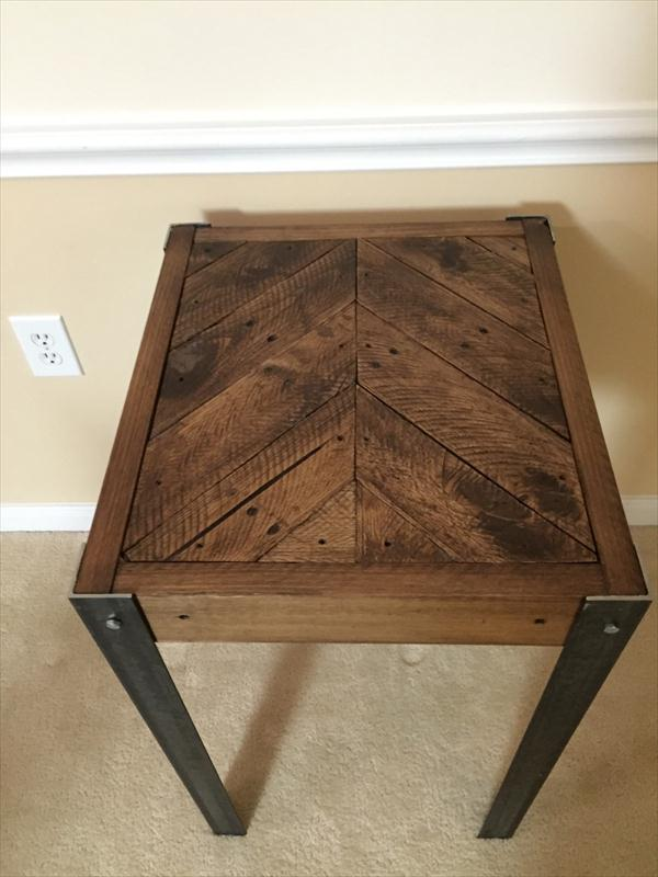 Reclaimed Pallet Chevron End Table