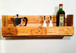 DIY Pallet Wood Shelf