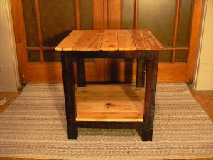 upcycled pallet 2 toned side table