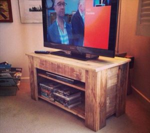 Upcycled Pallet TV Stand – Console Table
