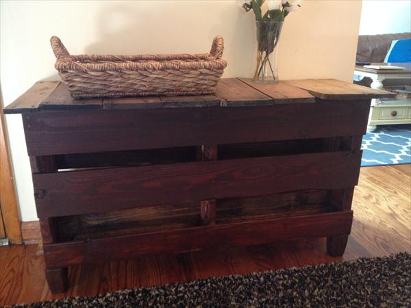 reclaimed pallet entryway table