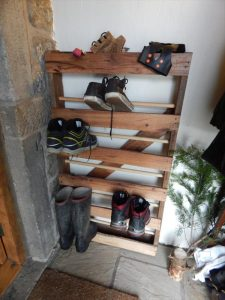 DIY Pallet and Dowels Shoe Rack