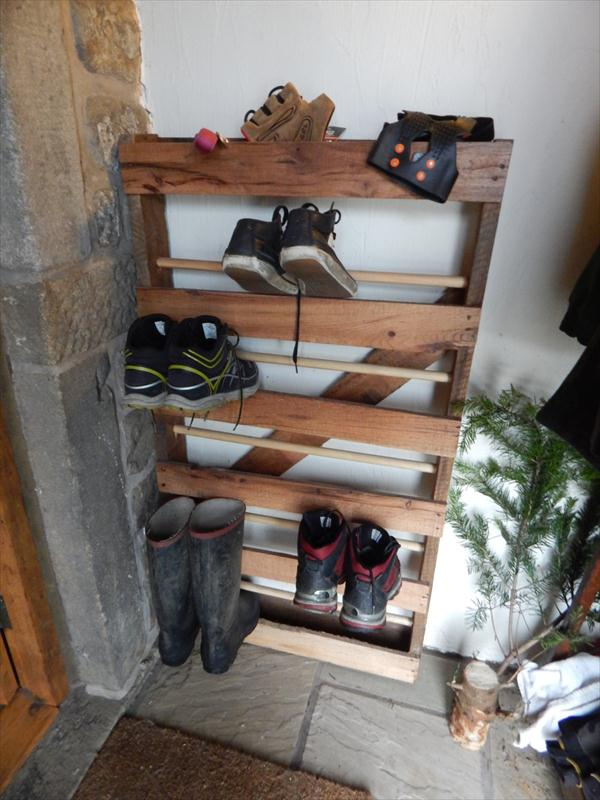 DIY Pallet And Dowels Shoe Rack Furniture Plans