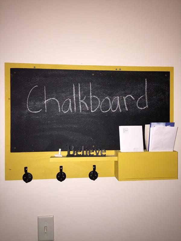repurposed pallet chalkboard