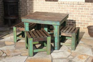 Outdoor Pallet Farmhouse Breakfast Table