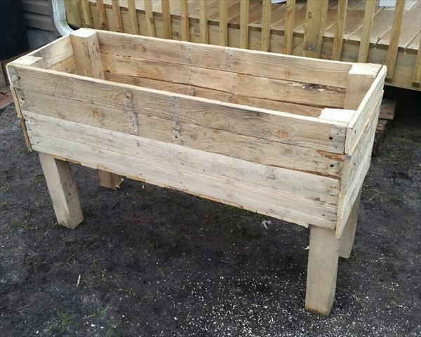 Recycled pallet garden planter boxes pallet furniture plans for How to make a flower box out of pallets