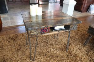 DIY Industrial Pallet End Table with Storage