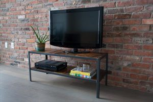 DIY Pallet Wood Media Stand