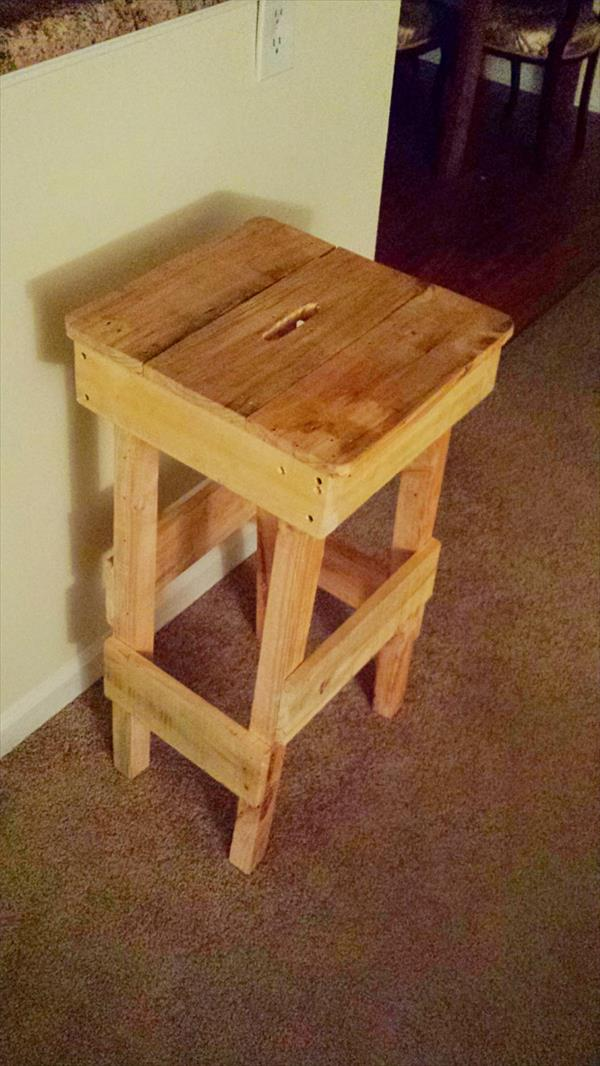 repurposed pallet stool