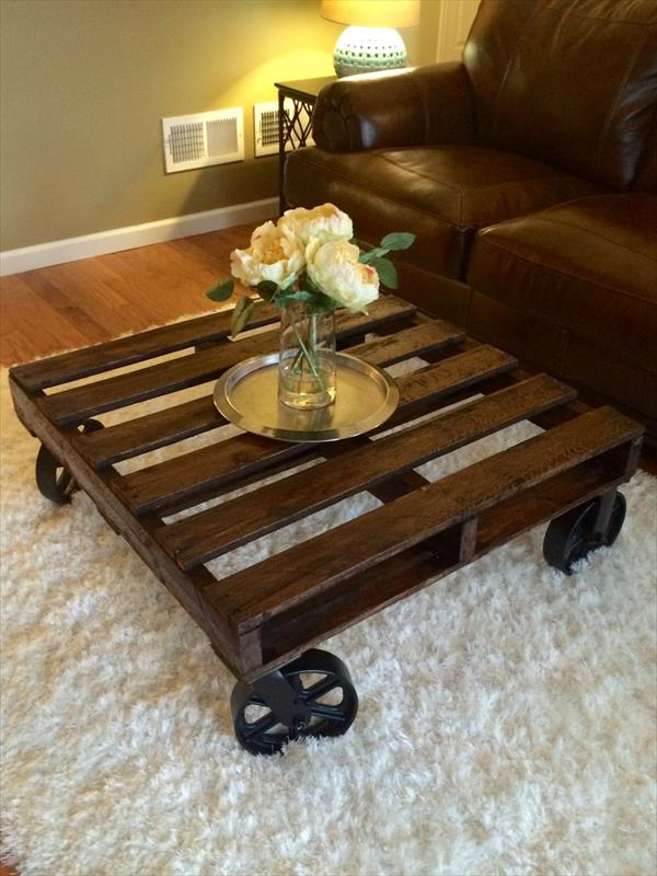 coffee table on wheels. reclaimed pallet coffee table. image of