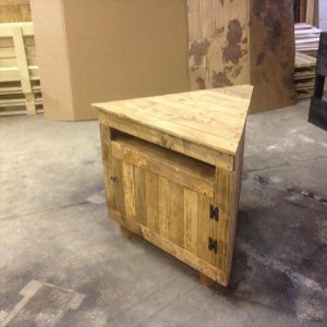 Pallet V-Shaped Sectional TV Unit