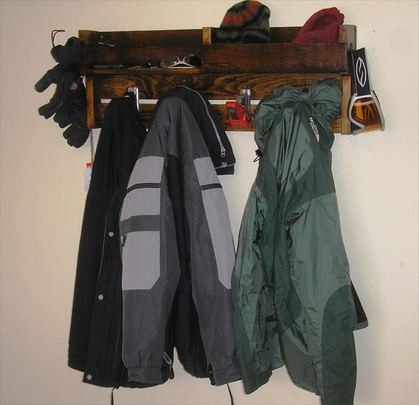 diy pallet coat rack with ski bindings as hanging hooks