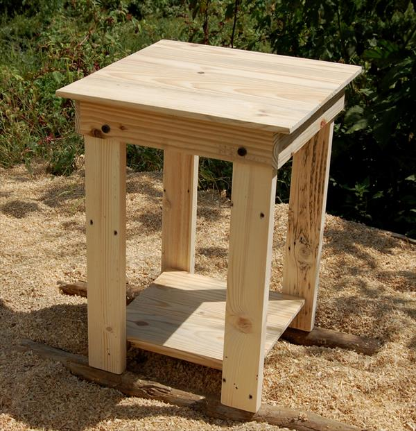 Sanded pallet side table and nightstand pallet furniture for Side table plans