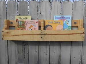 DIY Pallet Wood Wall Shelf