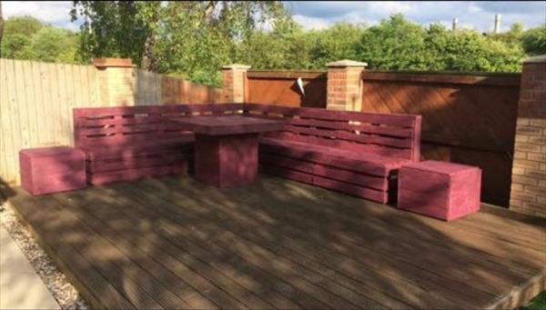 reclaimed pallet stained garden furniture set. Pallet Corner Sitting Unit and Table   Pallet Furniture Plans