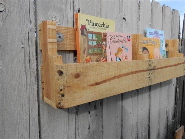 upcycled pallet bookshelf