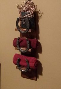 reclaimed pallet and horseshoe wooden towel rack