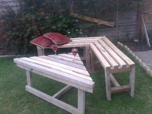 recycled pallet corner bench and table