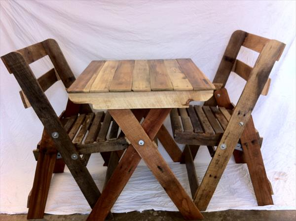 wooden pallet folding chairs and table