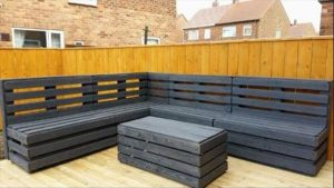 while pallet stained garden furniture