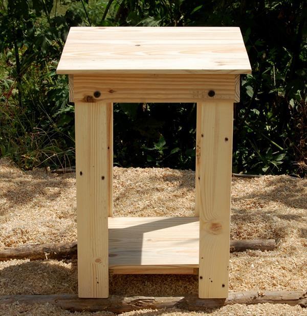 repurposed pallet wood side table