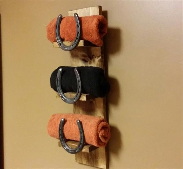 recycled pallet and horseshoe towel rack