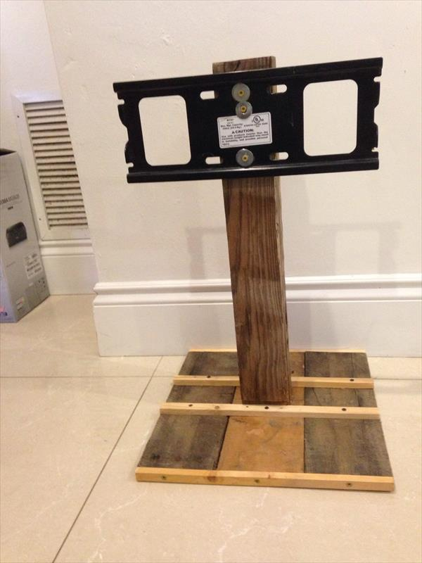 DIY Simple Pallet TV Stand | Pallet Furniture Plans