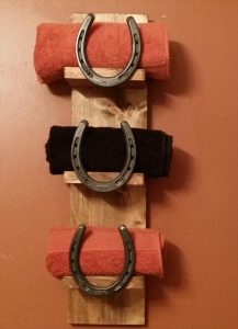 upcycled pallet and horseshoe towel rack