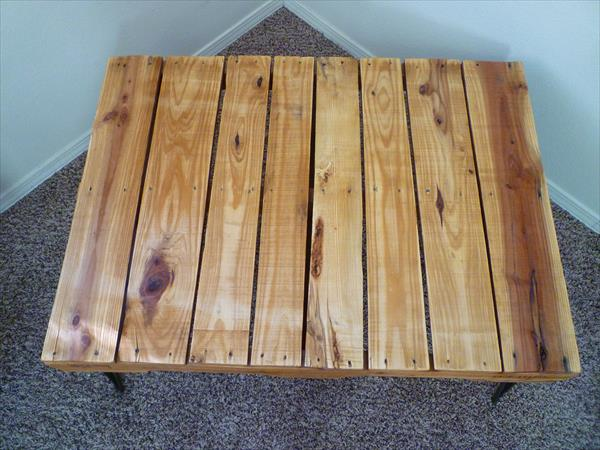reclaimed pallet and metal coffee table