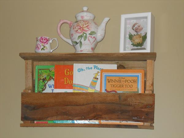 wooden pallet accent wall shelf