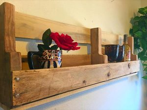DIY Pallet Wall Decorative Shelf