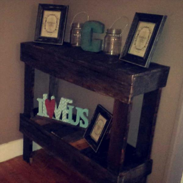 repurposed pallet entryway table