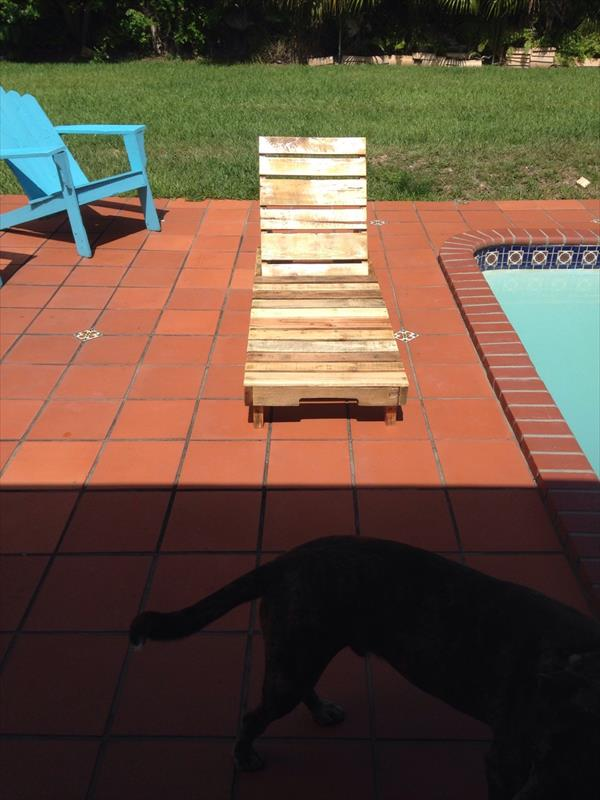 pallet poolside lounger
