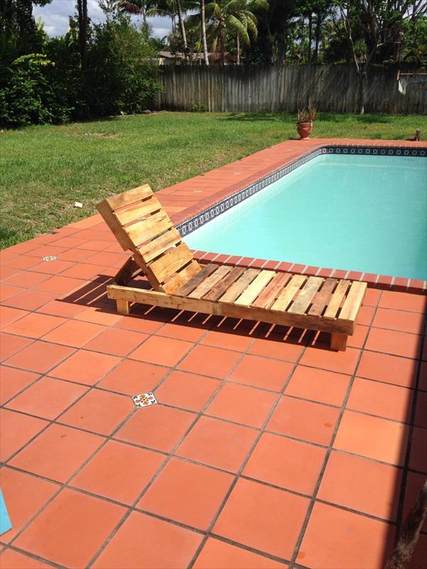 wooden pallet poolside lounge chair
