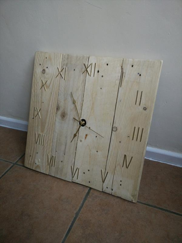 handamde wooden pallet wall clock