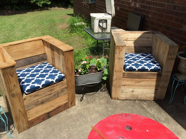 upcycled pallet garden chair with cushion