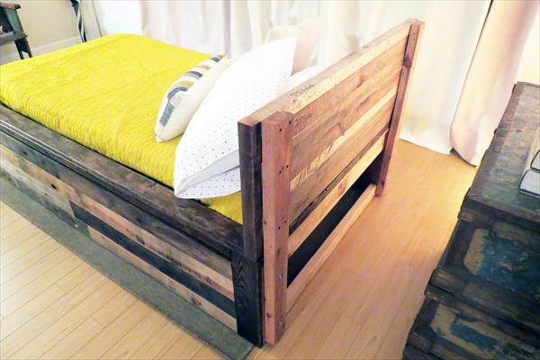 DIY pallet twin bed with removable head board