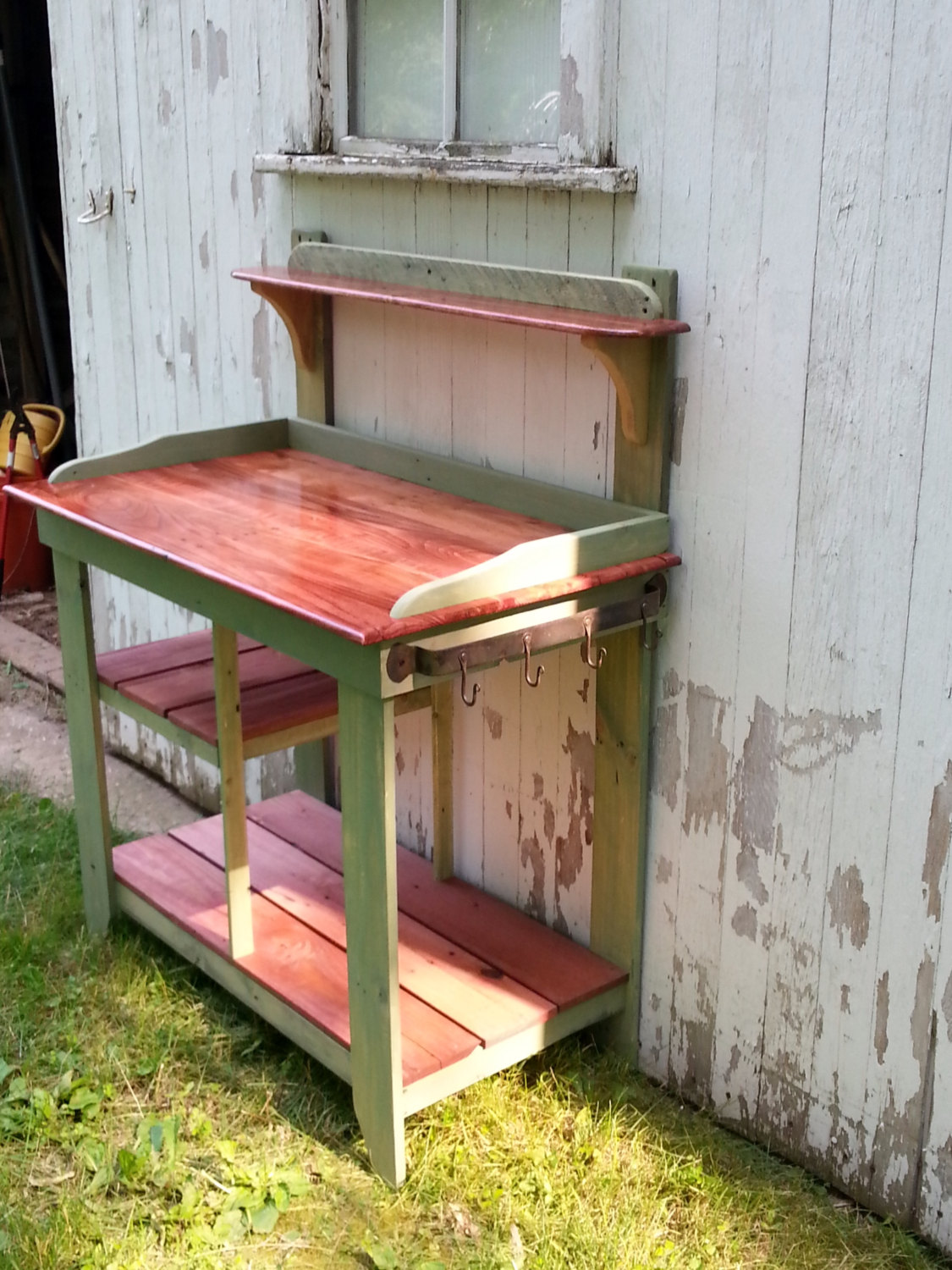 Recycled pallet and maple potting bench