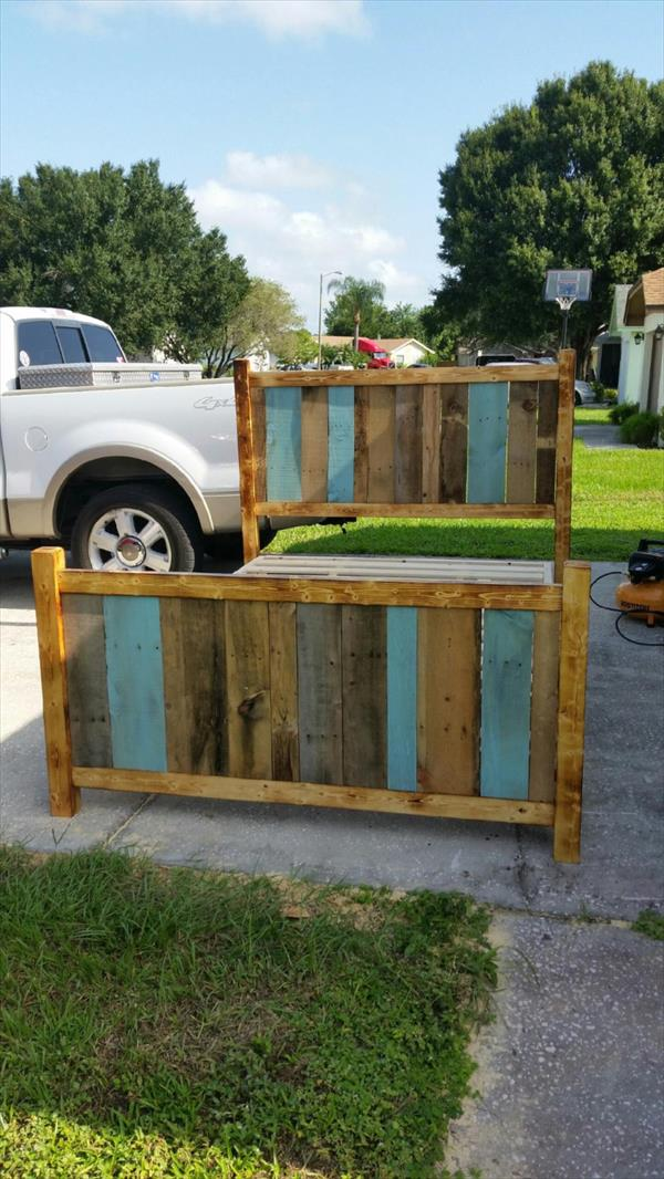 Reclaimed pallet twin bed