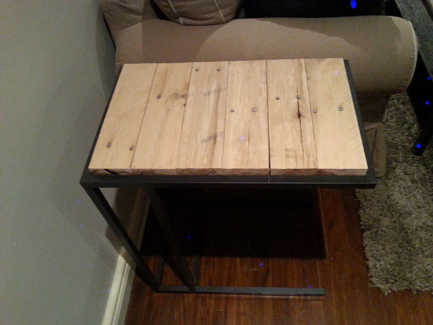 Reclaimed pallet laptop side table