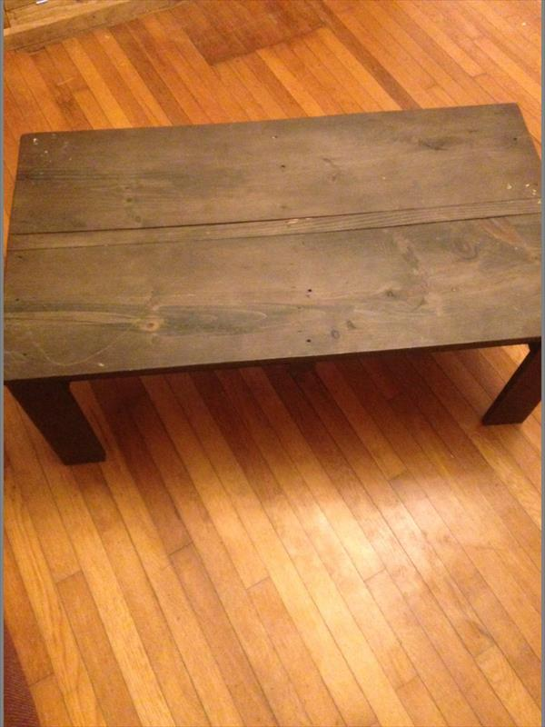 Reclaimed pallet living room coffee table