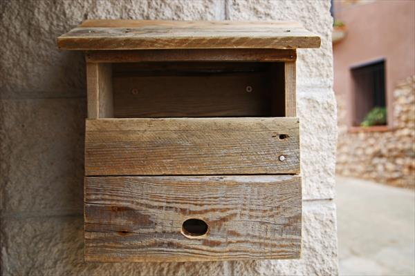 diy pallet mail box